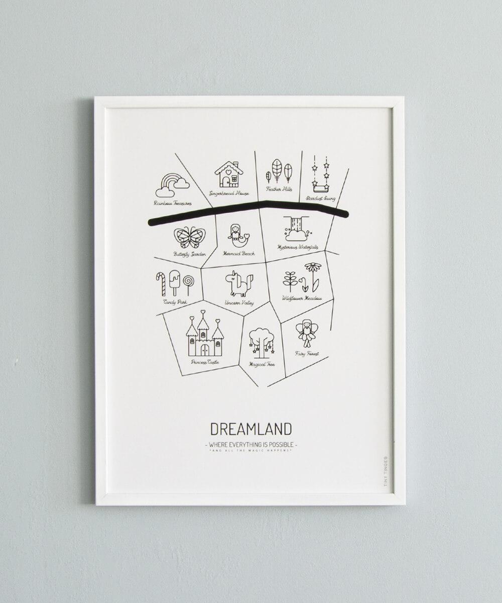 Mustavalkoinen lastenhuoneen karttajuliste, jonka paikat ovat satumaisia ja taianomaisia.