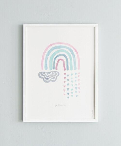 Pastellisävyinen sateenkaarijuliste, jossa sydänsadepisaroita.