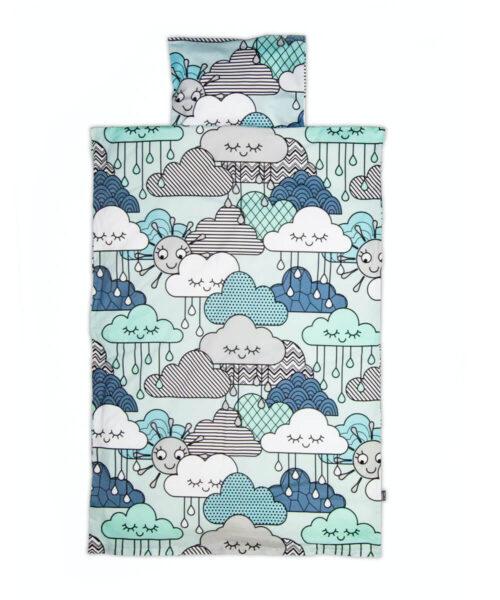 Vauvan pussilakanasetti, pilvikuvio pussilakanassa ja tyynyliinassa.