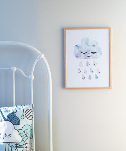 Akvarellimainen lastenhuoneen pilvijuliste ja pilvikuvioinen pussilakanasetti