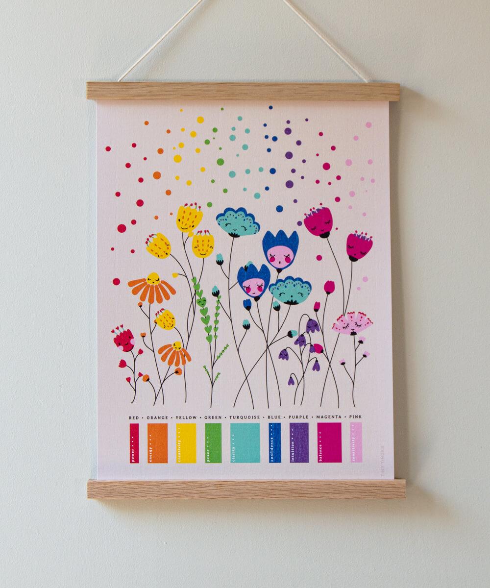 Kukkajuliste, jossa yhdeksän kirkasta väriä, punainen, oranssi, kelatinen, vihreä, sininen, violetti, magenta ja vaaleanpunainen